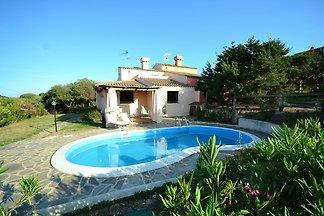 Traditionelle Villa in Stintino mit Garten