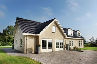 Moderne Villa in Schoorl mit Wiesenblick