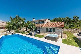 Villa für bis zu 6 Personen mit Jacuzzi, priv...
