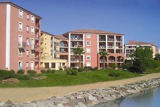 Farbenfreudige Wohnung mit Klimaanlage, Stran...