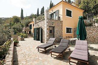 Schöne kinderfreundliche Villa in Pera Melana...