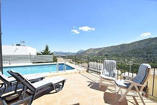 Detached villa in a quiet location with priva...