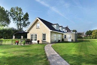 Erstklassige Villa in Schoorl mit Garten