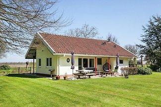 Malerisches Ferienhaus in Heino mit großem um...