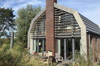 Schöne neue Villa mit Sauna umgeben von Dünen...