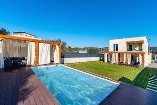 Ruhige Villa mit eigenem Swimmingpool in...