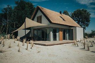 Luxuriöses Ferienhaus mit Kamin 800m vom Stra...