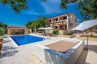 Komfortable Villa mit Panoramablick und priva...