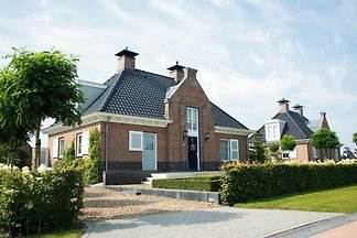 Stattliche, luxuriöse Villa mit 2 Bädern, 2 k...