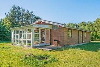 Attraktives Ferienhaus in Ørsted mit Sauna
