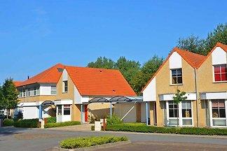 Riante villa met ruim terras op slechts 800m ...