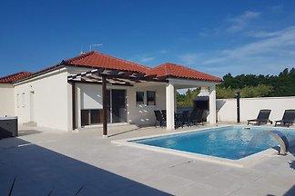 Gemütliche Villa in Privlaka mit privatem...