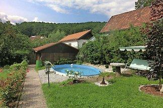 Modernes Ferienhaus in Gleichamberg mit Pool