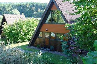 Freistehender Holz-Bungalow mit Terrasse in e...