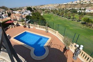 Freistehende Villa mit Pool und herrlichem Bl...