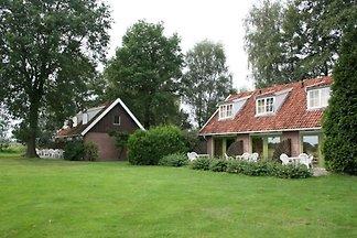 Ruhiges Ferienhaus in Eibergen mit Garten