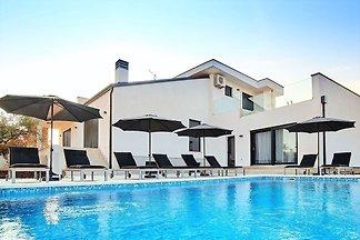 Schön eingerichtete Villa mit Pool, ideal für...