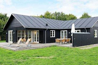 Ruhiges Ferienhaus in Nysted mit Sauna