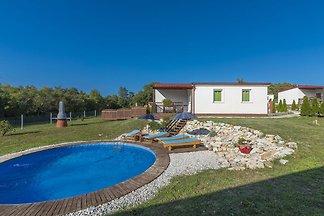 Ferienhaus mit privatem Pool für 4-6 Personen...
