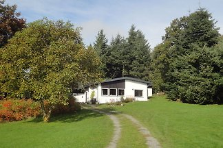 Land-Ferienhaus in Hügellandschaft in Kleinic...