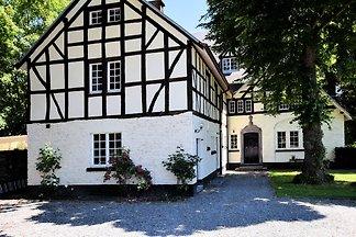 Gemütliches Ferienhaus in Vielsalm mit Sauna