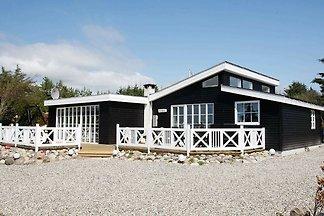 Geräumiges Ferienhaus in Logstor mit Terrasse