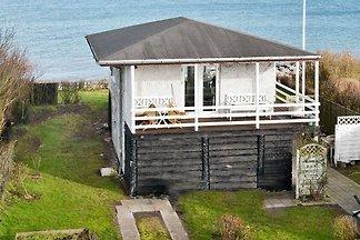 Ferienhaus am Meer in Fünen mit Terrasse