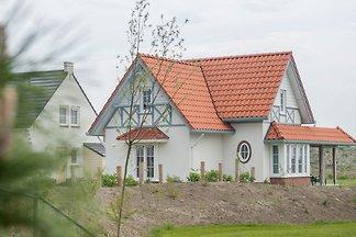 Freist. Villa mit Terrassenheizung, 400 m vom...