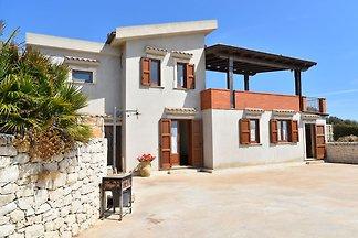 Luxuriöse Villa in Cava d'Aliga Sizilien mit...