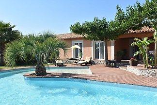 Luxuriöses Ferienhaus in Pierrerue mit privat...