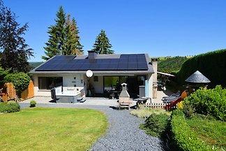 Luxuriöses Ferienhaus mit Jacuzzi und Sauna i...