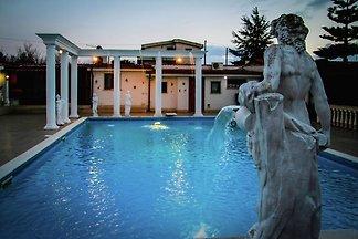 Moderne Villa mit eigenem Pool in Anzio...