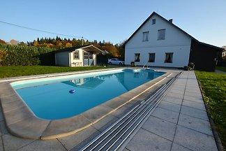 Komfortowy apartament z zadaszonym basenem i ...