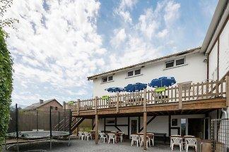 Idyllisches Ferienhaus in Lierneux mit Sauna