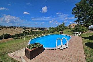Ruhiges Ferienhaus in Piticchio mit Pool