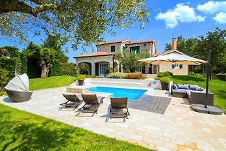 Lush Villa in Baderna with Artistic Interiors...