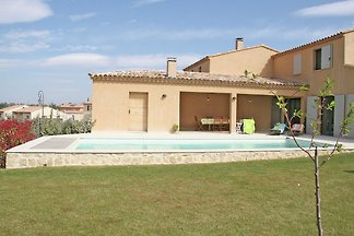 Moderne Villa in Malaucène mit Swimmingpool