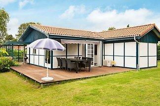 Schönes Ferienhaus in Hejls mit Terrasse