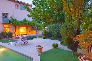 Komfortables Ferienhaus mit eigenem Pool in...