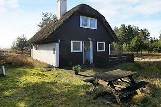 Gemütliches Ferienhaus in Oksbøl mit Terrasse