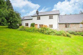 Fijn vakantiehuis in Welshpool met een tuin