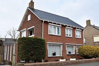Ferienhaus mit eigener Terrasse und Garten in...