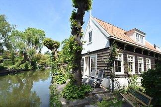 Malerisches Ferienhaus mit Garten in...