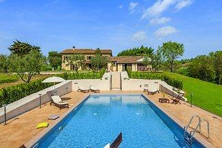 Einladendes Ferienhaus in San Costanzo mit...