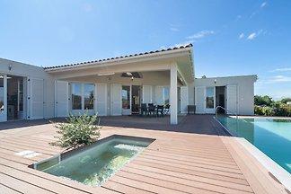 Luxuriöse Villa mit privatem Pool in Oupia