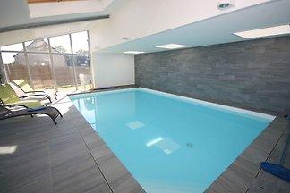 Warmes Ferienhaus mit Pool in Clohars-Carnoët...