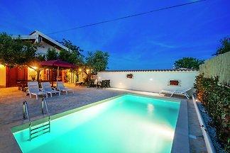 Gemütliches Ferienhaus mit Swimmingpool in...