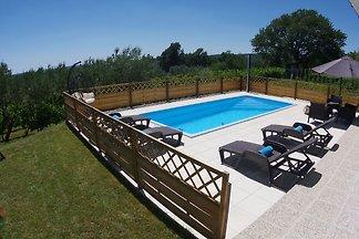 Geräumige Wohnung mit Pool mit Blick auf die...