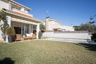 Elegante Villa in Calafell mit Schwimmbad