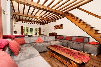 Traditionelles Ferienhaus mit Grill in Rendeu...